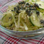 Salata de varza si castraveti cu sos de marar