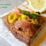 Un mic dejun rapid-Omleta cu ceapa verde si somon afumat