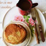 Pancakes cu nuci si sos de ciocolata