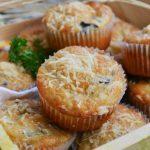 Muffins cu hribi si parmesan