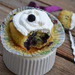 Cupcakes cu afine si ricotta
