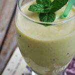Smoothie cu avocado si kiwi