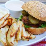 Hamburger si cartofi copti
