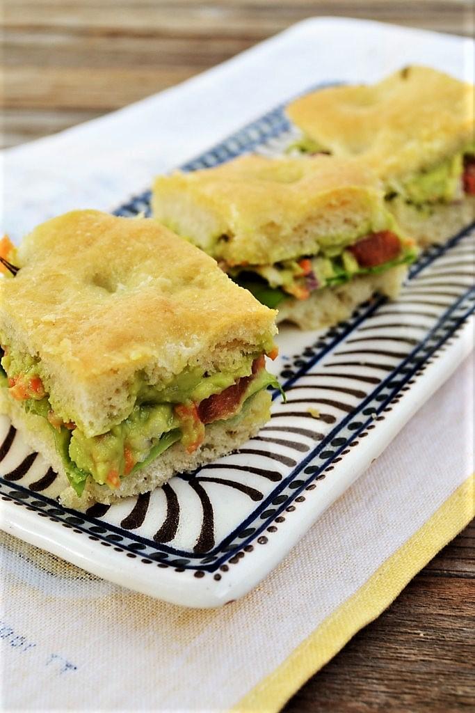 sandvis cu legume si focaccia