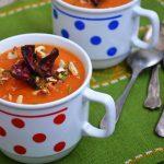 Supa crema de morcovi cu dovlecel si chipsuri de sfecla rosie
