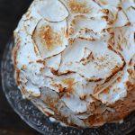Tort cu bezea caramelizata