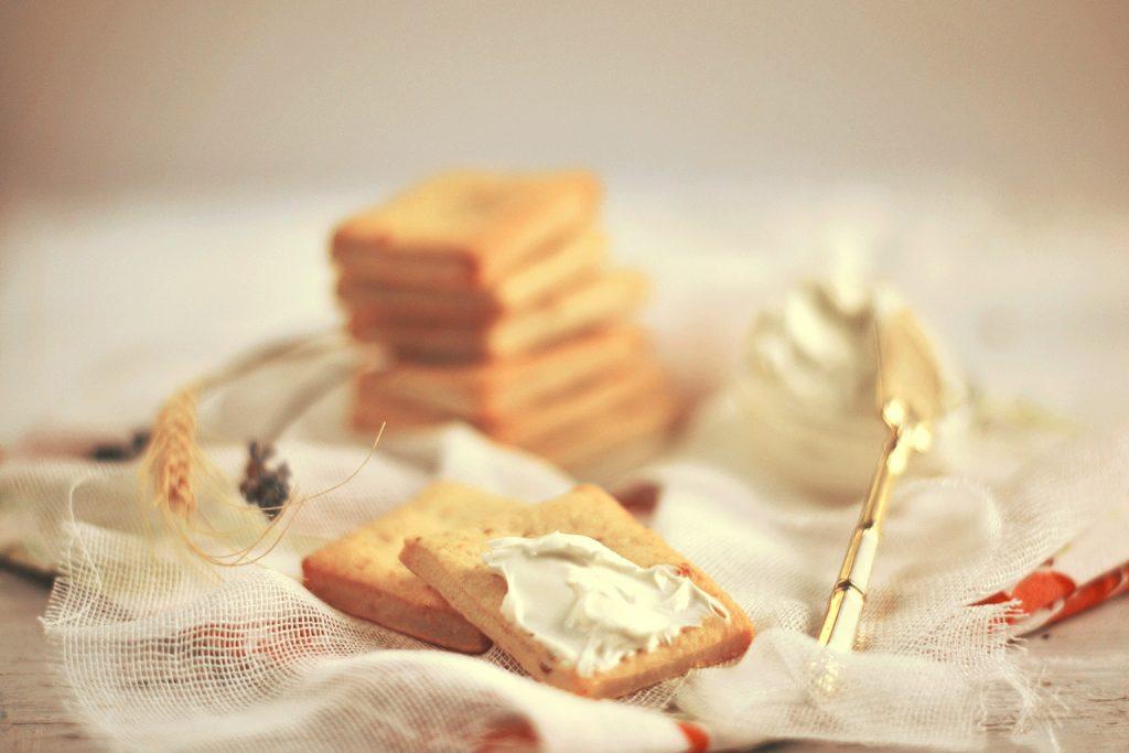 biscuiti cu parmezan si branza de burduf (1)