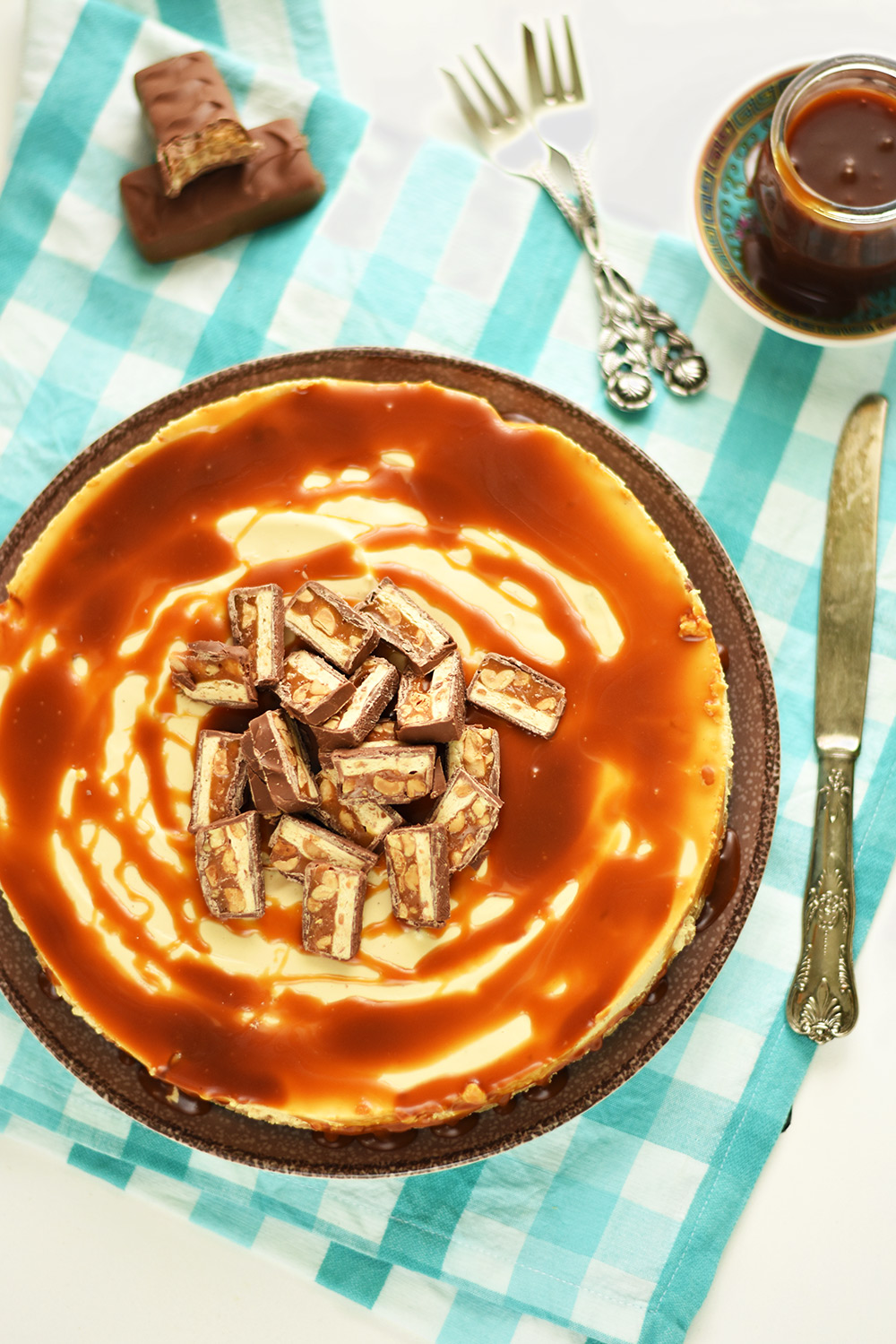 cheesecake cu snickers si caramel sarat (6)