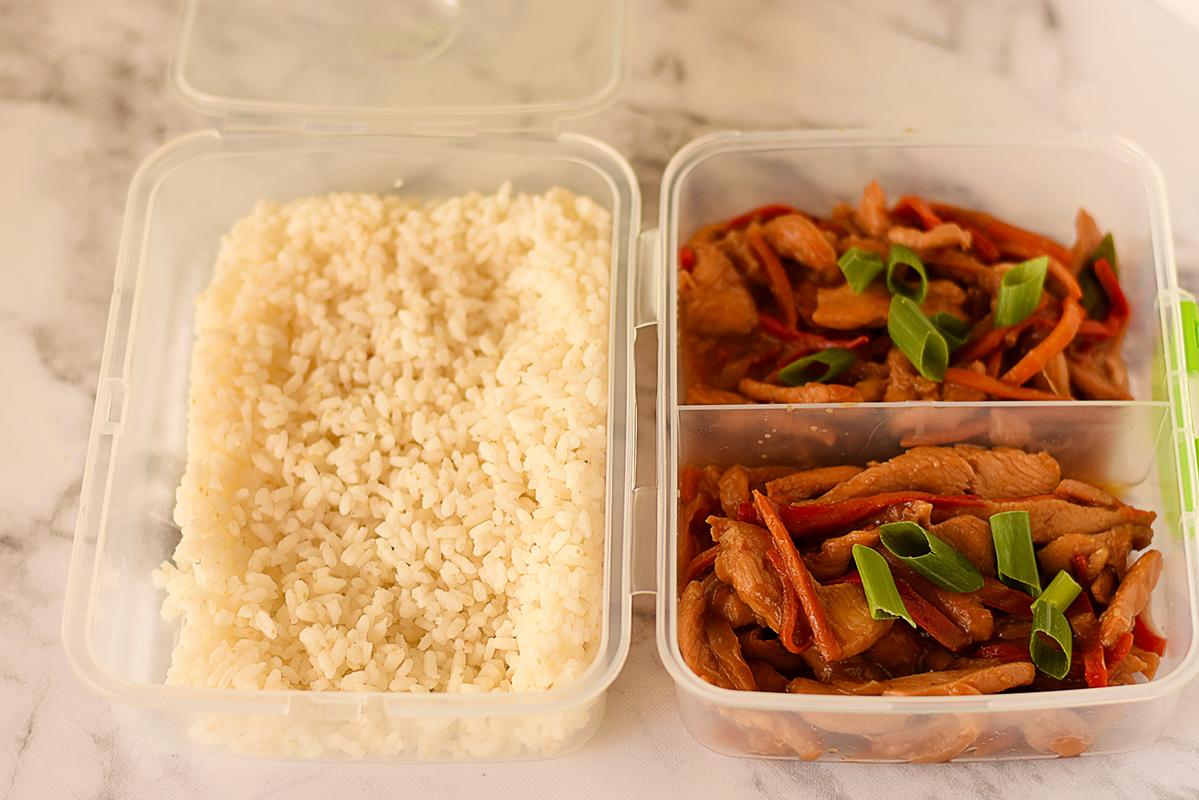 Pui cu legume in stil asiatic cu orez