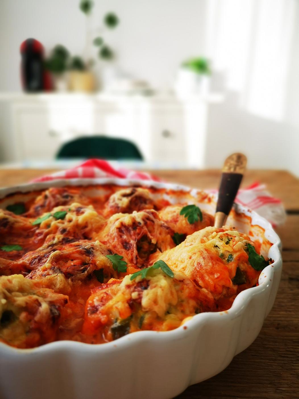 Chiftele de pui in sos de rosii cu mozzarella