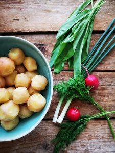 Salata de cartofi cu leurda