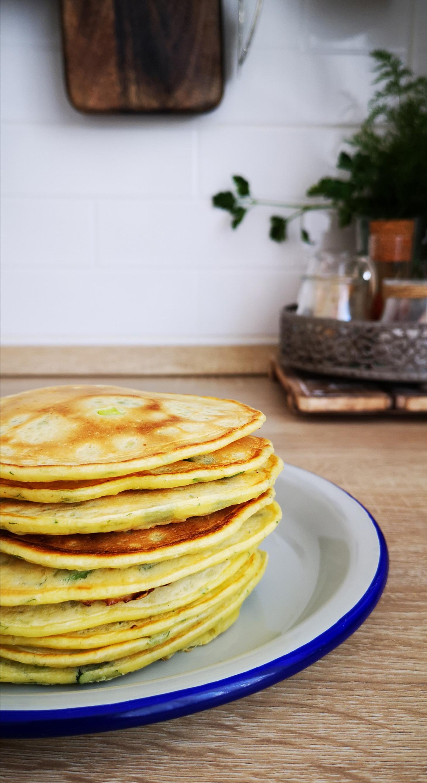 Pancakes sarate cu ceapa verde