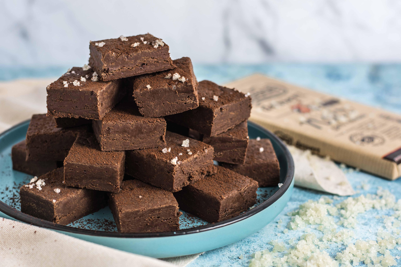 Fudge de ciocolata cu lapte condensat si sare