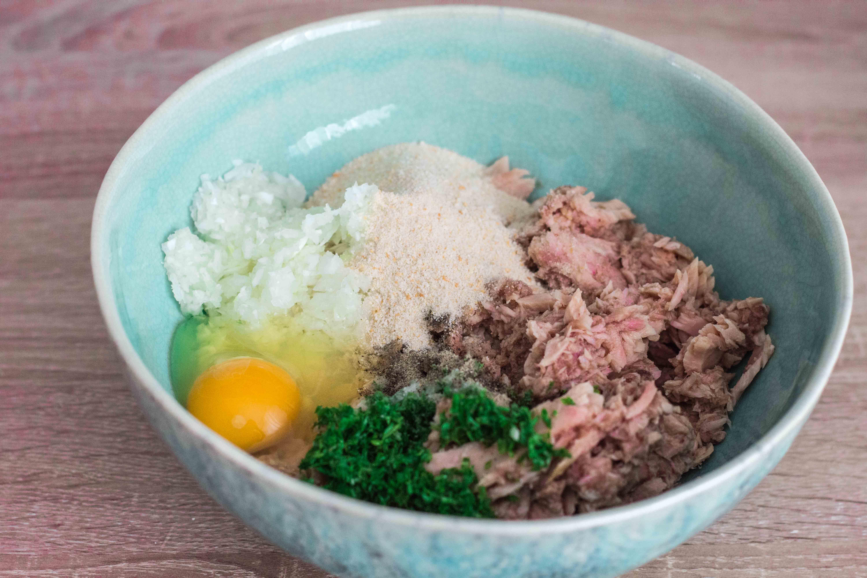 Preparare Chiftele de ton la cuptor